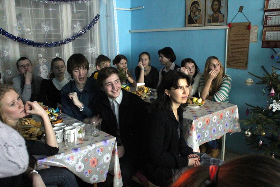 """Рождественские молодежные посиделки клуба """"9 час"""""""