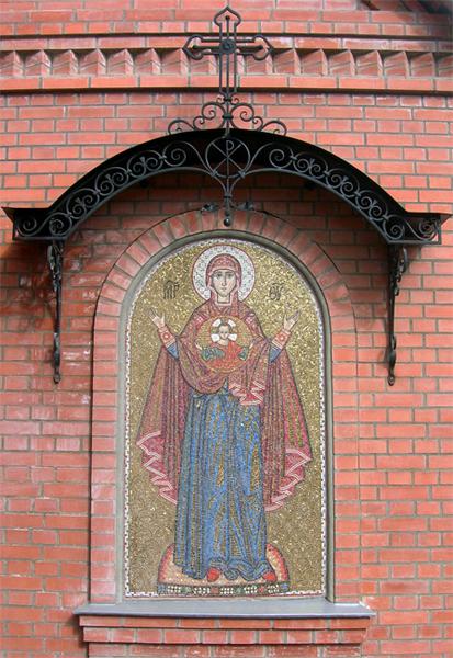 мозаика Знамение на фасаде Пущинского храма