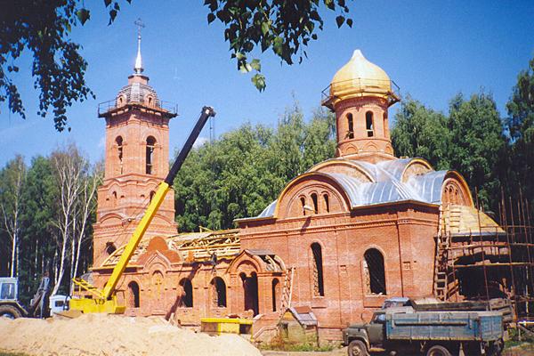 Продолжение строительства храма при настоятеле о.Дионисии Крюкове