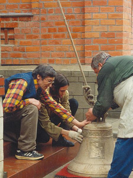Благословение и установка колоколов в Пущинском храме