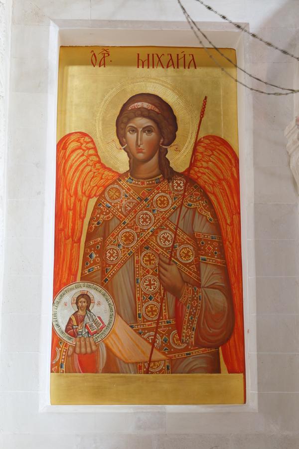 Архангел Михаил в местном ряду иконостаса Пущинского Михаило-Архангельского храма