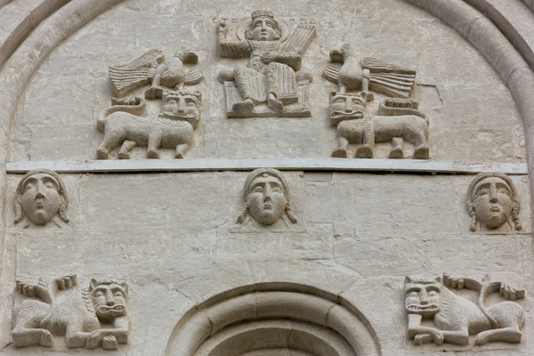 Фасад церкви Покрова на Нерли