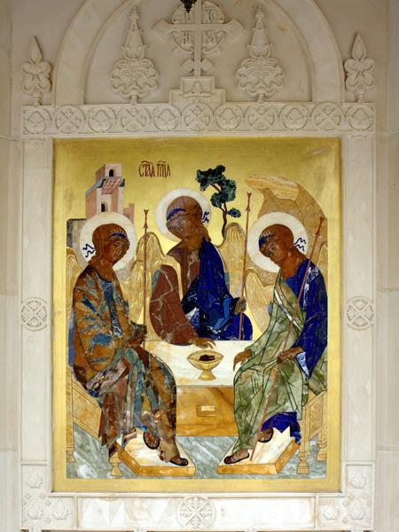 """Икона """"Троица"""", выполненная из различных пород камня"""
