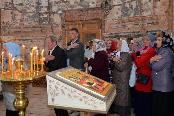 Причастие в Богородице-Рождественском храме с.Подмоклово