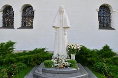 Памятник преподобномученице Елисавете