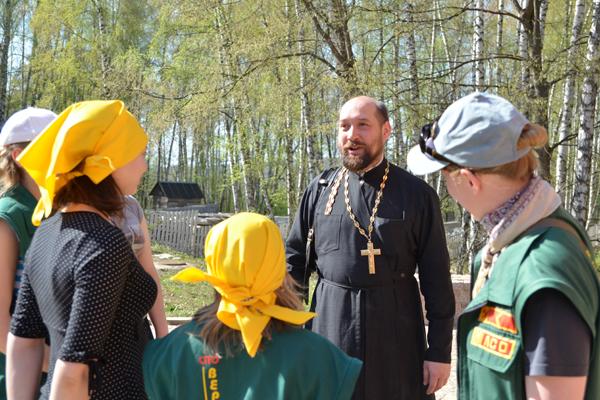Знакомство нижегородских вожатых с настоятелем Пущинского храма