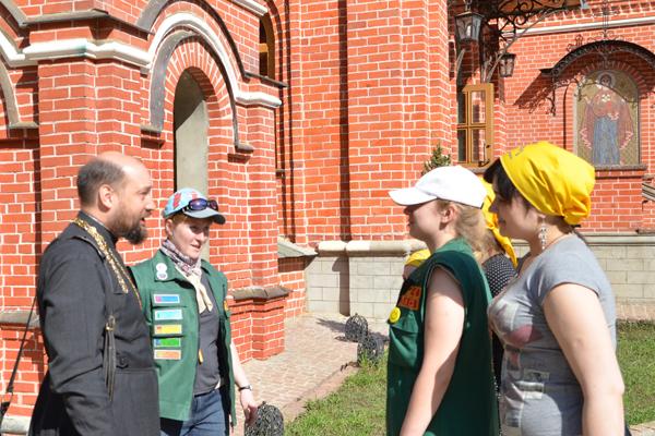 Знакомство нижегородских инструкторов с настоятелем Пущинского храма