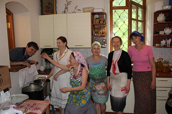 В трапезной повара-мамы и Саша
