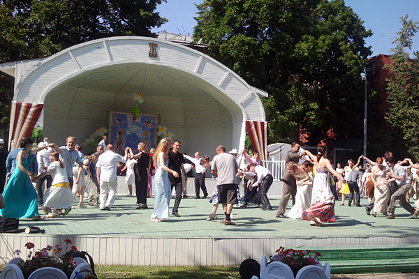 Ромашковый бал в парке «Эрмитаж»