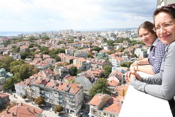 """Панорама Варны из окон 13 этажа гостиницы """"Черно море""""."""