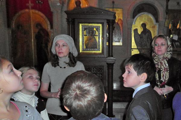 Экскурсия учащихся Пущинской гимназии в Михаило-Архангельский храм
