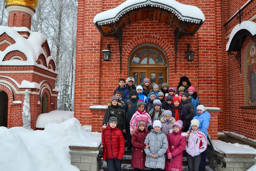 Пятиклассники школы №1 на экскурсии в Пущинском храме