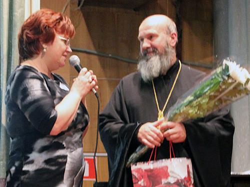 Бирюкова Елена Васильевна и благочинный протоиерей Владимир Андреев