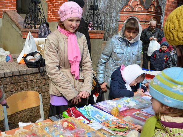 """Пасхальная ярмарка воскресной школы """"Вертоград"""" 2012"""