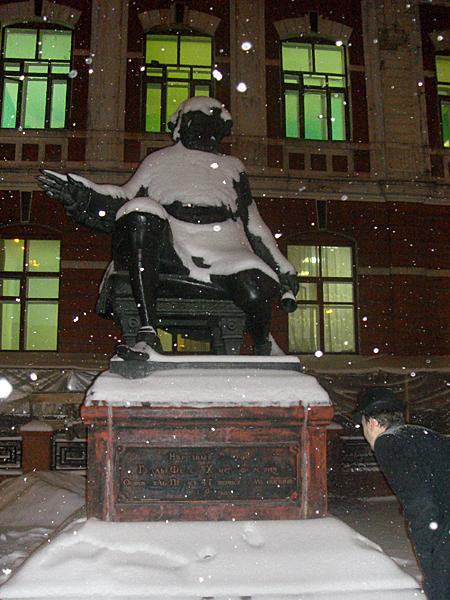 Памятник в Перми бескорыстному доктору Федору Гралю