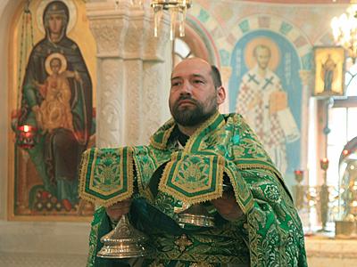Великий Вход на День Святой Троицы в Пущинском храме