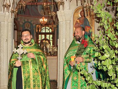 Многая лета отцу Михаилу, день рождения которого пришелся  на Троицын день