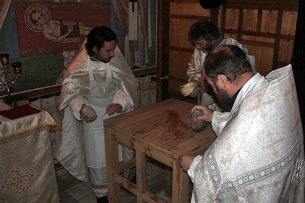 Устройство престола в Константиновском приделе