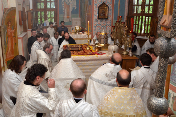 Коленопреклоненные молитвы после Крестного хода