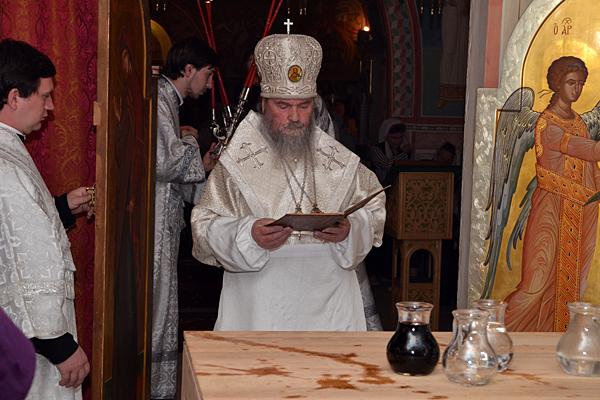 Тайная молитва архиерея над водою и вином о ниспослании на них благословения Иорданова и благодати Святого Духа к освящению и совершению жертвенника