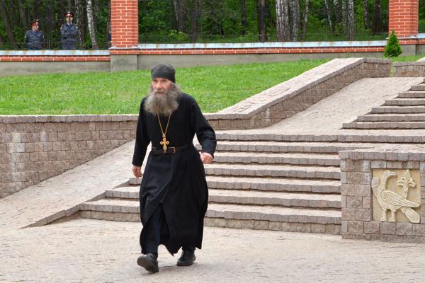 Игумен Феофан (Крюков) - первый староста пущинской православной общины, ныне игумен Свято-Данилова монастыря