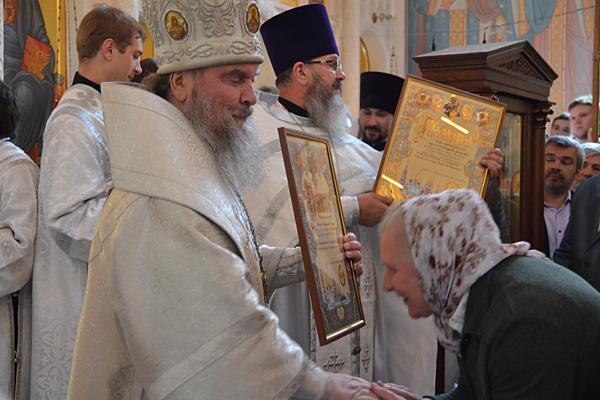 Награждение казначея храма Надежды Александровны Чемерис