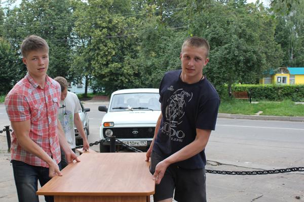 Вертоградовцы на обустройстве благотворительной столовой