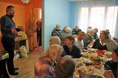 14.04.2015 Пасхальный обед в Пущинской благотворительной столовой