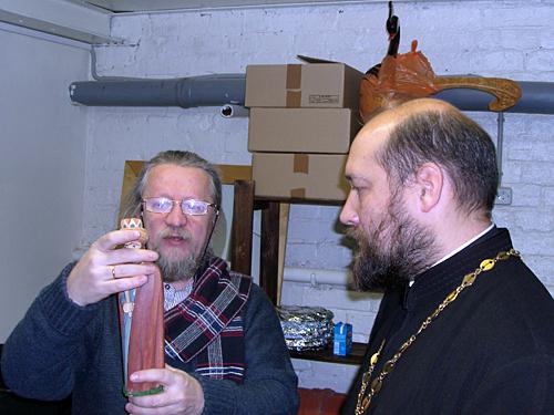 Андрей Котов делится вертепными секретами с отцом Дионисием