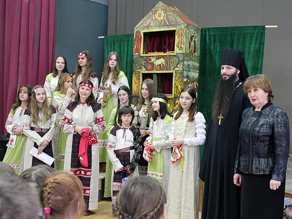 Игумен Сергий и директор Новобытовской средней школы Саломасова Т.М.