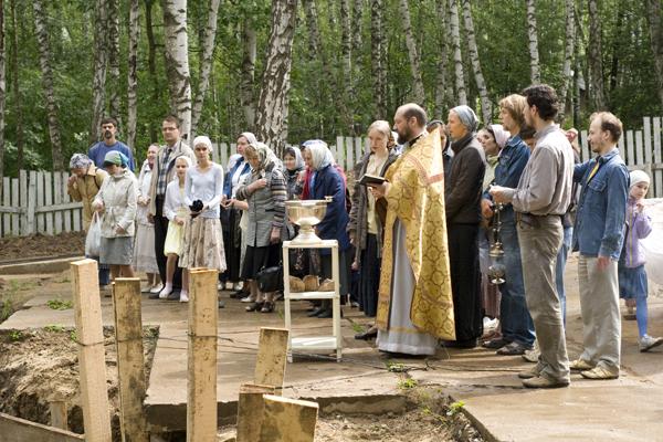 Освящение фундамента новой Воскресной школы
