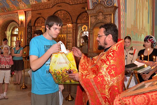 Вручение подарков выпускникам 2012 г.