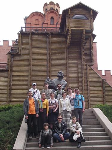 Мы у Золотых ворот, у памятника Ярославу Мудрому, основателю Киевской Софии
