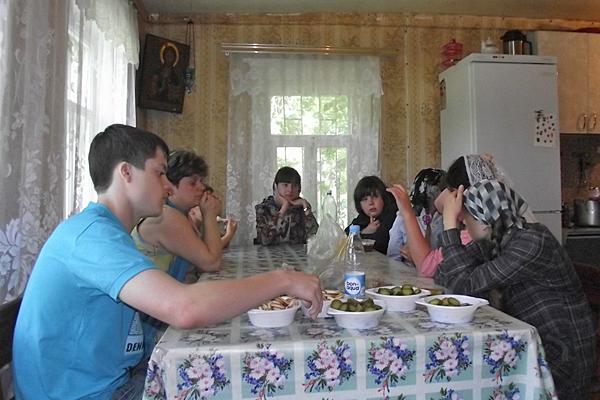 Трапеза в монастыре Параскевы Пятницы